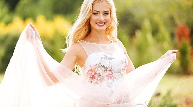 grab a girl's attention AnastasiaDate